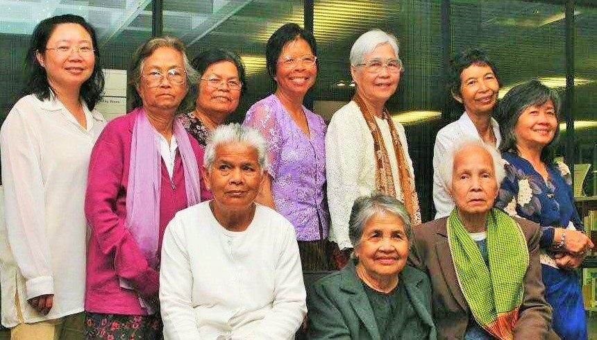 Some women from the Cambodian Oral History project sponsored by the Friends of the Turnbull Library met up on 12 February 2009.